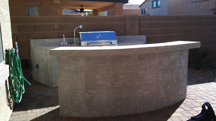 Built-in-BBQ-Bar-Stucco-Flagstone-Top