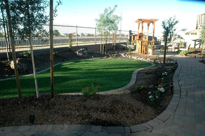 Landscape design with synthetic grass