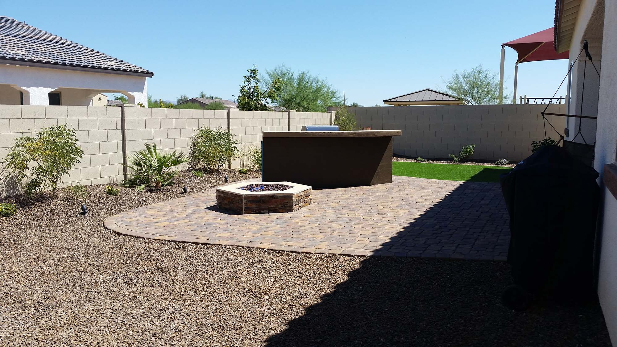 Arizona desert landscape design with riverbeds rock plants for Backyard designs