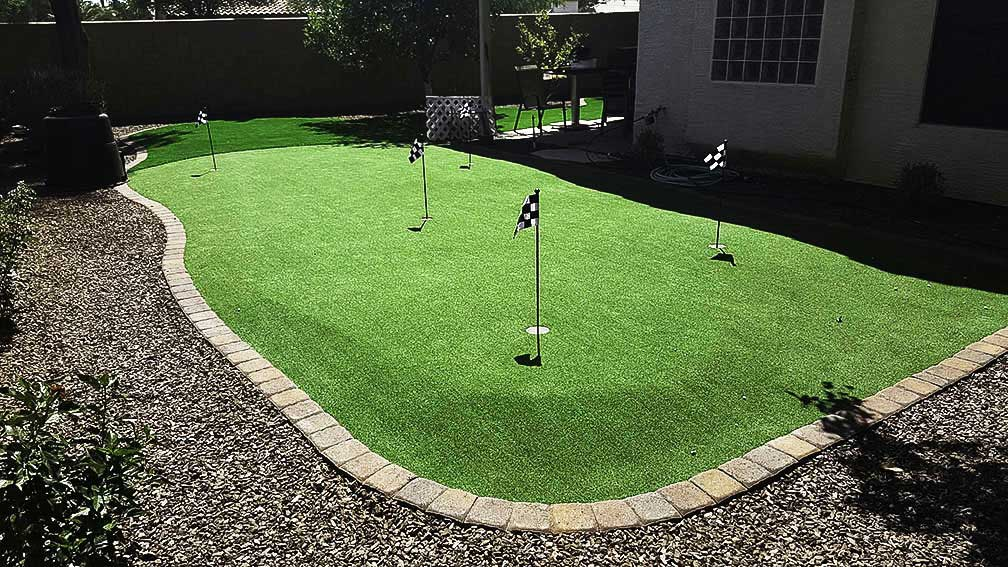 arizona-landscape-ideas-backyard-synthetic-putting-green